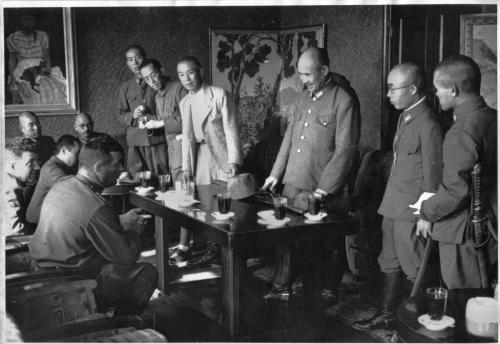 1945 г. Обсуждение условий капитуляции. Источник.Архив внешней политики РФ, фотофонд, к. 46, д (1)