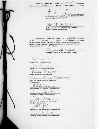 2 сентября 1945 г. Лист документа с подписями представителей стран. Источник. Википедия